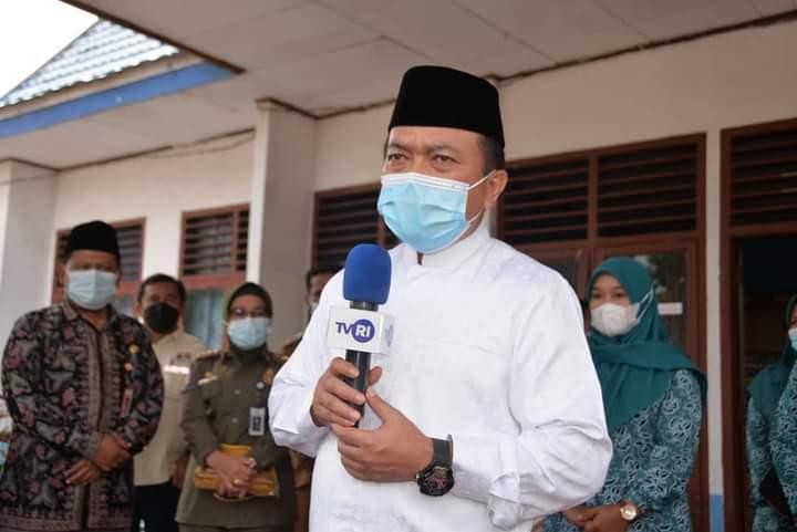 Gubernur Alharis Beri Bantuan Korban Kebakaran di Mendahara Tengah Tanjab Timur