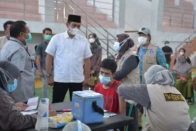 Bupati Batang Hari Pantau Vaksinasi Masal