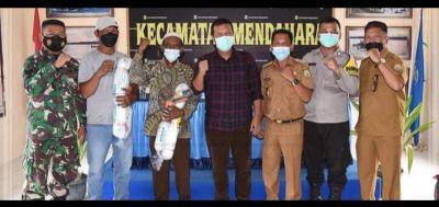 Bupati Tanjabtim H. Romi Haryanto Serahkan Alat Tangkap Kerang kepada Nelayan