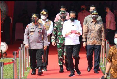 Presiden Jokowi Tinjau Vaksinasi Serentak Se-Indonesia Jelang HUT Bhayangkara ke-75