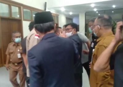 Usai Sidang Paripurna, Dua Orang Anggota DPRD Provinsi Jambi Nyaris Adu Jotos
